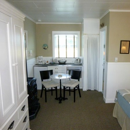 Gearhart Ocean Inn: Inside Unit #6 - eating area