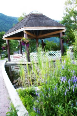 Prestige Lakeside Resort: Gazebo at hotel