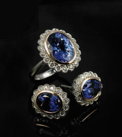 Linde Collection: Top quality Tanzanite and Diamond set, made by Annemarie