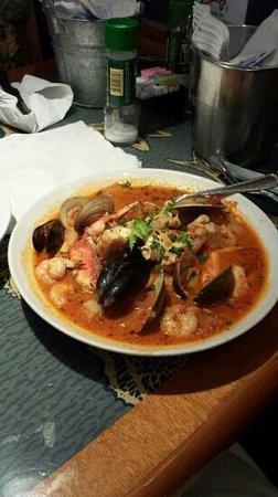 Shells Seafood Restaurant: Cioppino!
