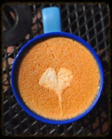 Amazing Grace Bakery & Cafe: Our waitress gave me a heart on my chai! :)