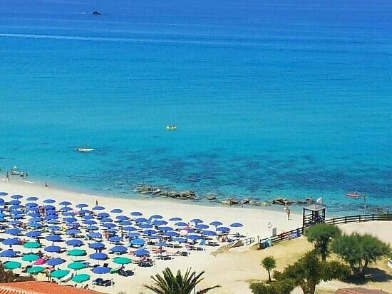 Hotel Villaggio Roller Club: Il meraviglioso mare azzurro e pulito su cui si affaccia il Roller.