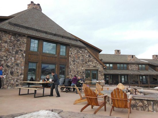 Heck's at Devil's Thumb Ranch: Outside tables by the fire pit