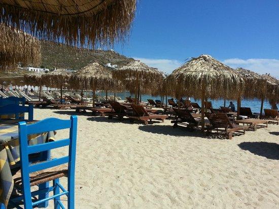 Anemos Hotel-Apartments & Studios: Lovely restaurant on Ornos beach