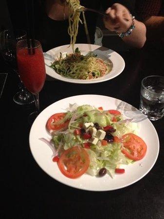 Mammas: disappointing Greek salad and small daiquiri