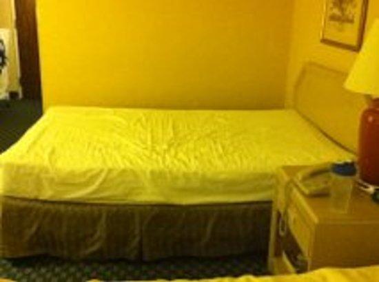 Days Inn & Suites Richfield: Old sunken mattress