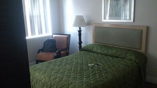 Beach Place Hotel : lit un peu petit pour 2 mais tres confortable