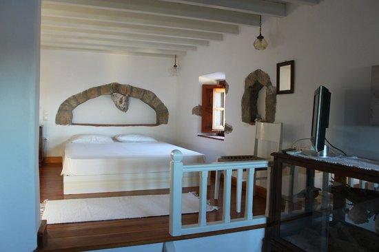 Theologos Houses: Beautiful bedroom upstairs