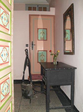 Riad Koutoubia : grande salle de bain et coté lecture