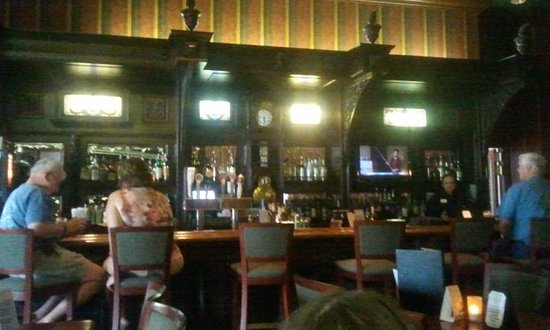 Grand Canyon Railway Hotel: bar area and snacks