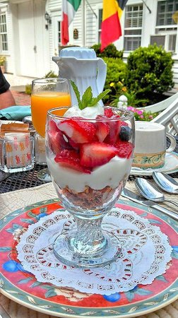 The Old Manse Inn: Fruit, Granola, and Yogurt Parfait