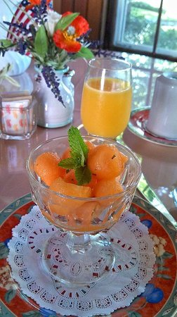 The Old Manse Inn: Fresh Melon and OJ