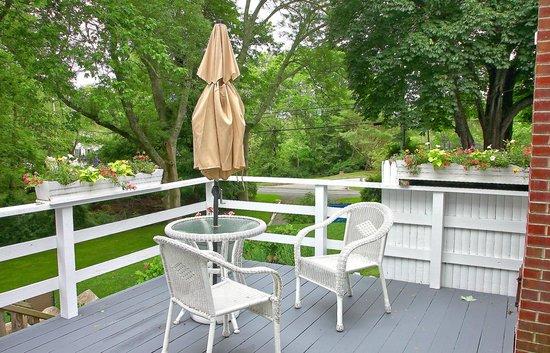 The Old Manse Inn: Deck off of Admiral Suite