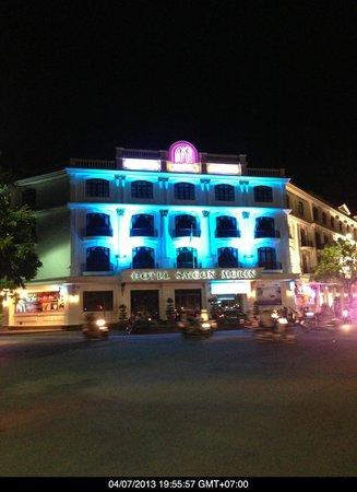 Hotel Saigon Morin: The Saigon Morin by night