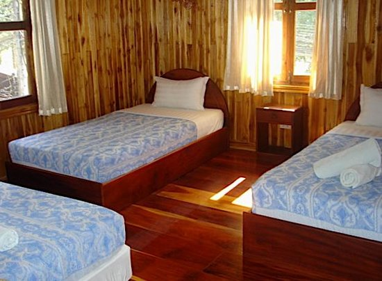 Rimwang Guesthouse: Triple room 3 single beds (room 6)