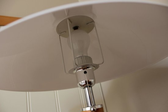 Hotell Hehrne Kok & Konferens: Bed lamp with plastic parts that makes a noise when switched off.