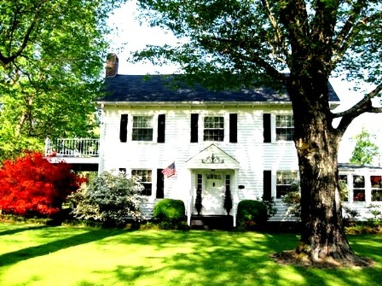The Belle House Bed & Breakfast : 1858 Historic Victorian Bed And Breakfast