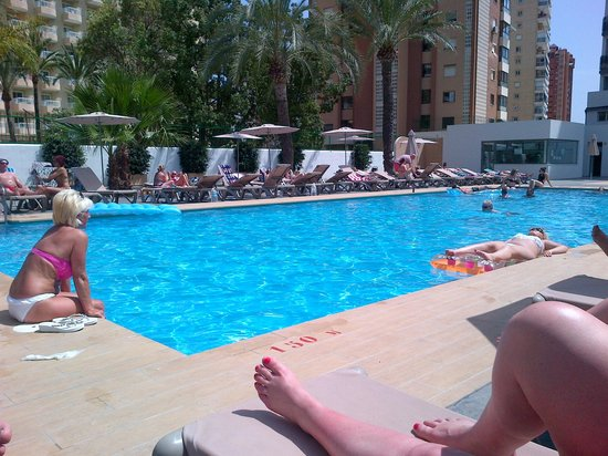 Flash Hotel Benidorm : poolside