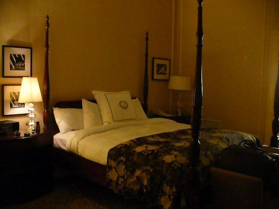 The Pfister Hotel: Bedroom / Governor's Suite