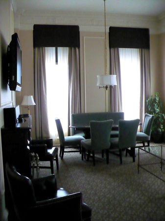 The Pfister Hotel: Dining Table in Governor's Suite