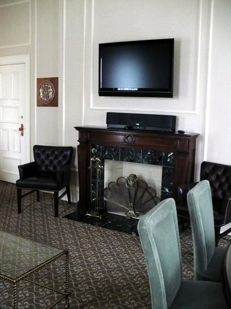 The Pfister Hotel: Fireplace view ~ Governor's Suite