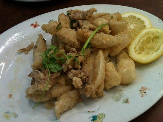 Yuet Lee : Yummy salt and pepper calamari