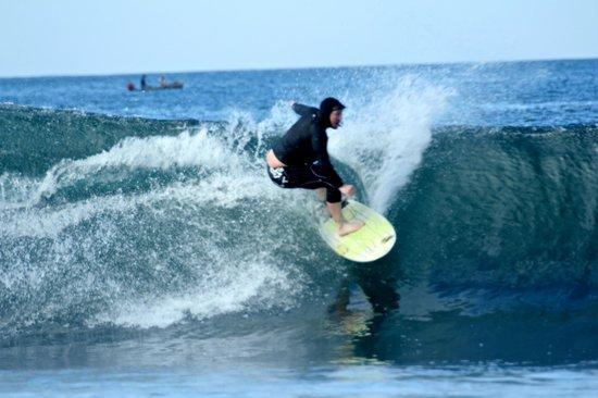 ThunderBomb Surf Camp: Cut back, Chris