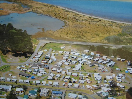 Foxton Beach TOP 10 Holiday Park: Arial View of Park