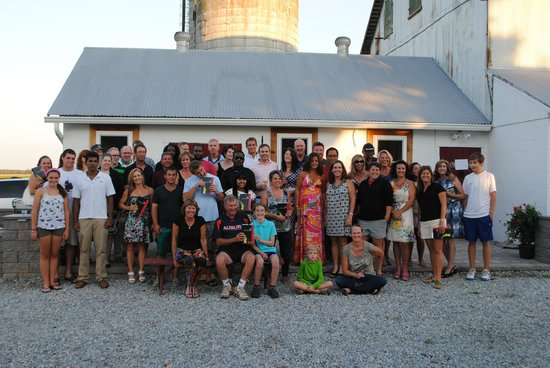 Crow Farmstay B&B: Old friends gathering at the Crow Farm for an outside farm dinner