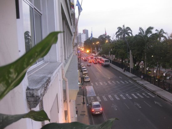 Manso Boutique Guesthouse: Street from front balcony