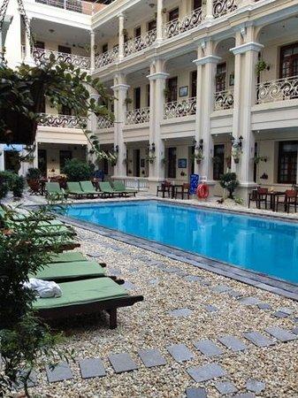 Grand Hotel Saigon: The pool