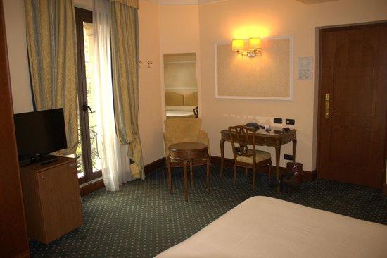 Ambasciatori Palace Hotel : Desk area