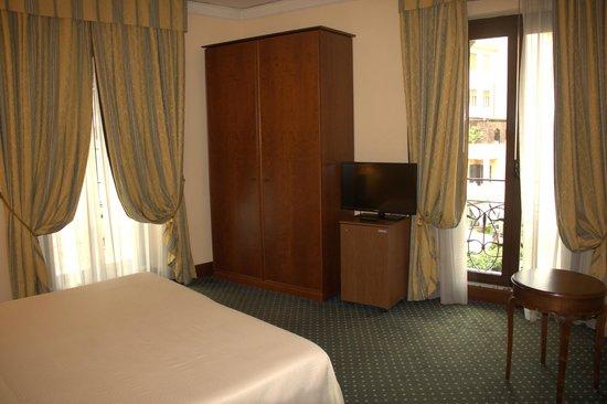 Ambasciatori Palace Hotel: Corner Room