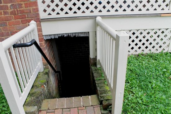 Andrew Johnson National Historic Site: Going into the cellar at the first home
