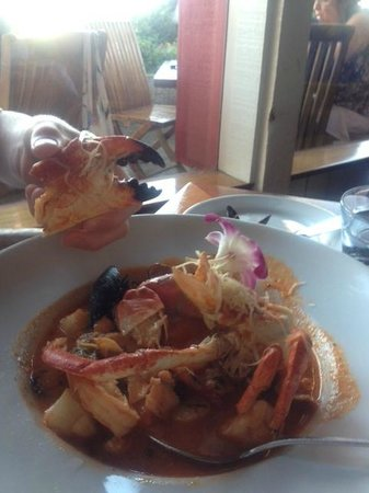 Santa Barbara FisHouse: Cioppino - lots of crab!