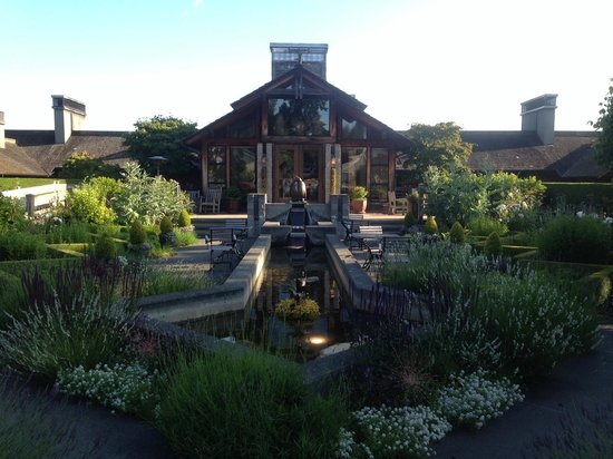 Inn at Langley: Restaurant Garden