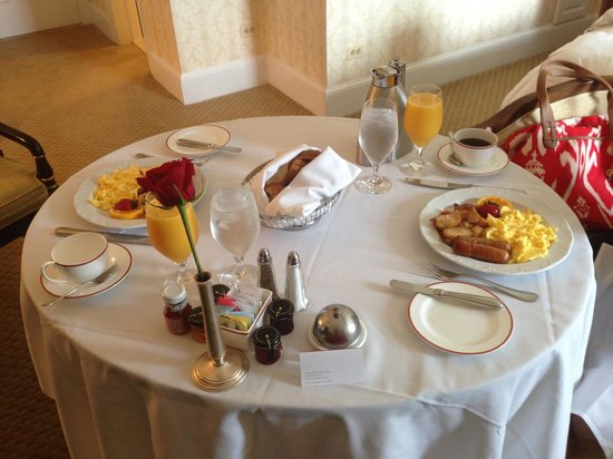 The Fairfax at Embassy Row, Washington, D.C.: Room Service
