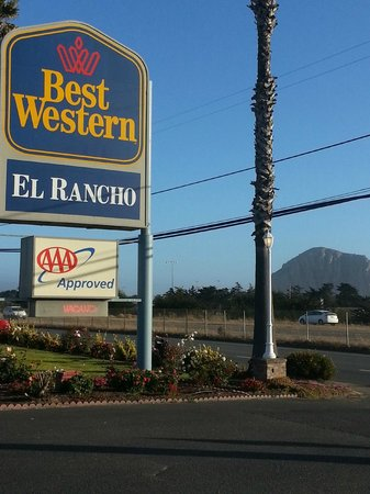 BEST WESTERN El Rancho: Motel entrance with Morro Rock in background