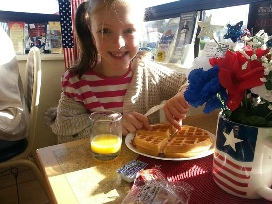 Best Western El Rancho: Waffles for breakfast!