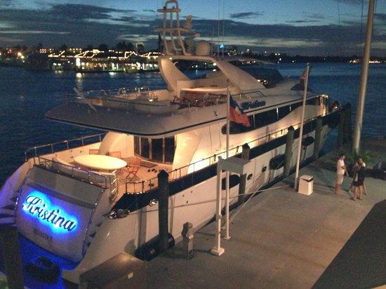 Pelican Landing Restaurant : Great views