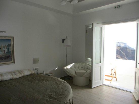 Petit Palace Suites Hotel: door