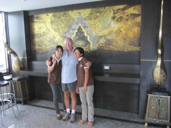 Baan Chalelarn Hua Hin: Two of the friendly staff at Baan Chalelarn