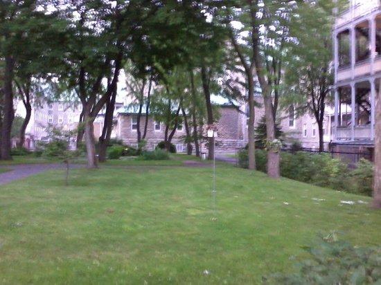 Grey Nuns Residence: courtyard