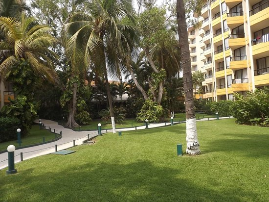 Hotel Fontan Ixtapa : Jardines