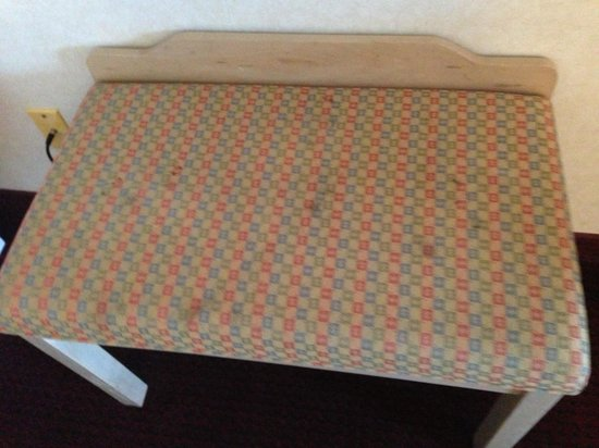 Quality Inn Marble Falls: Bench in room