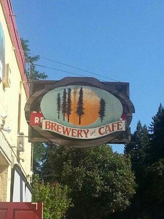 Boulder Creek Brewery & Cafe : sidewalk view