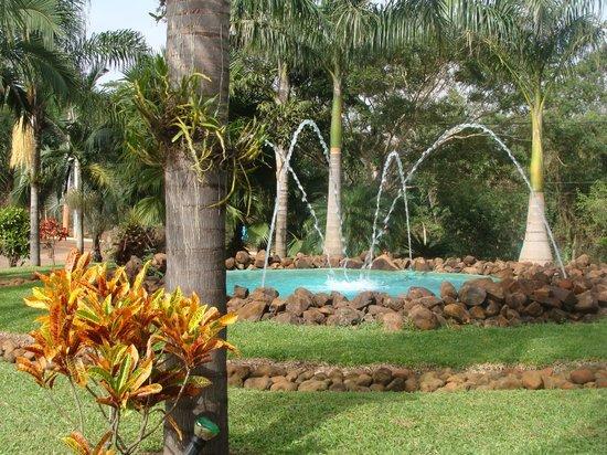 Amerian Portal del Iguazu: Ingreso / jardines
