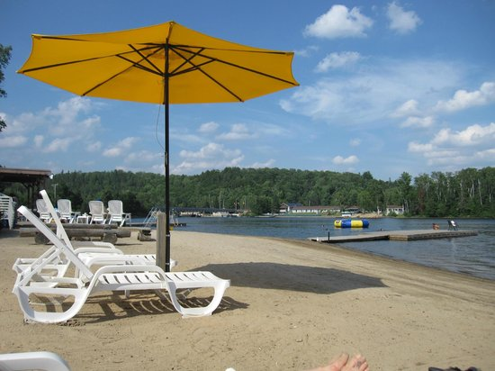Blue Spruce Resort: Beach