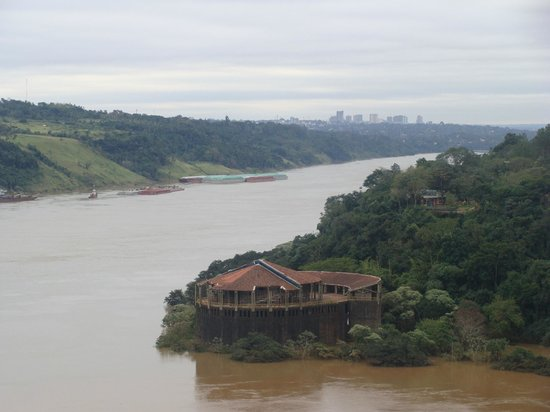 Amerian Portal del Iguazu: Hito Brasil / Paraguay