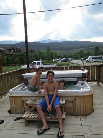 The Wayside Inn : hot tub and view